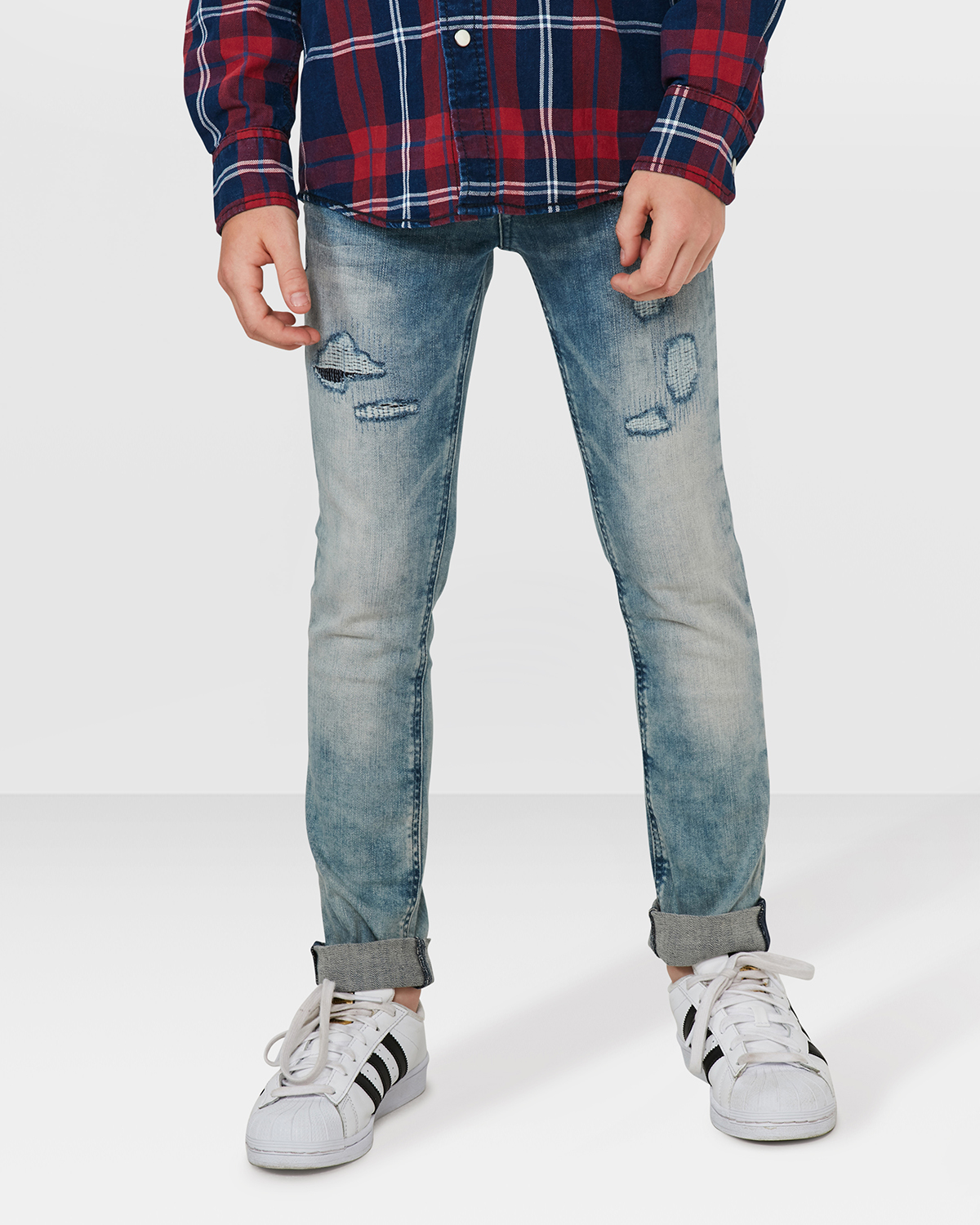 jungen skinny stretch rip repair jeans 79850841 we fashion. Black Bedroom Furniture Sets. Home Design Ideas